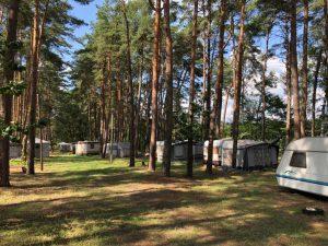 Pole namiotowe nad Jeziorem Sławskim w Józefowie